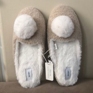NWT Old Navy Faux Fur Slippers